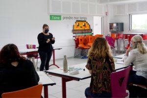 groupe de personnes en atelier d'animation de réunion