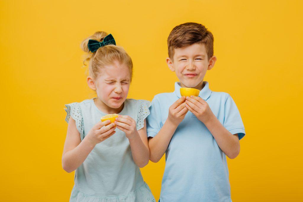 enfants pendant un atelier sur le goût