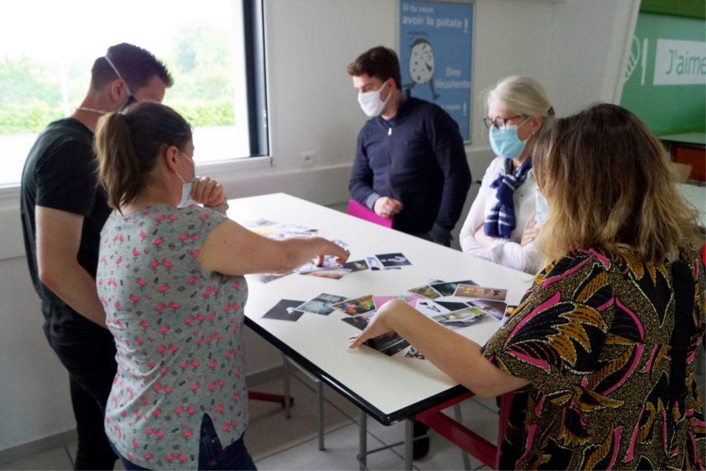 groupe de personnes en atelier de communication managériale