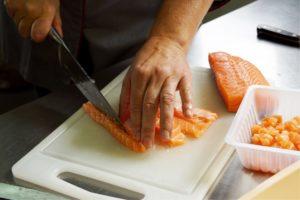 coupe et cuisson de poisson