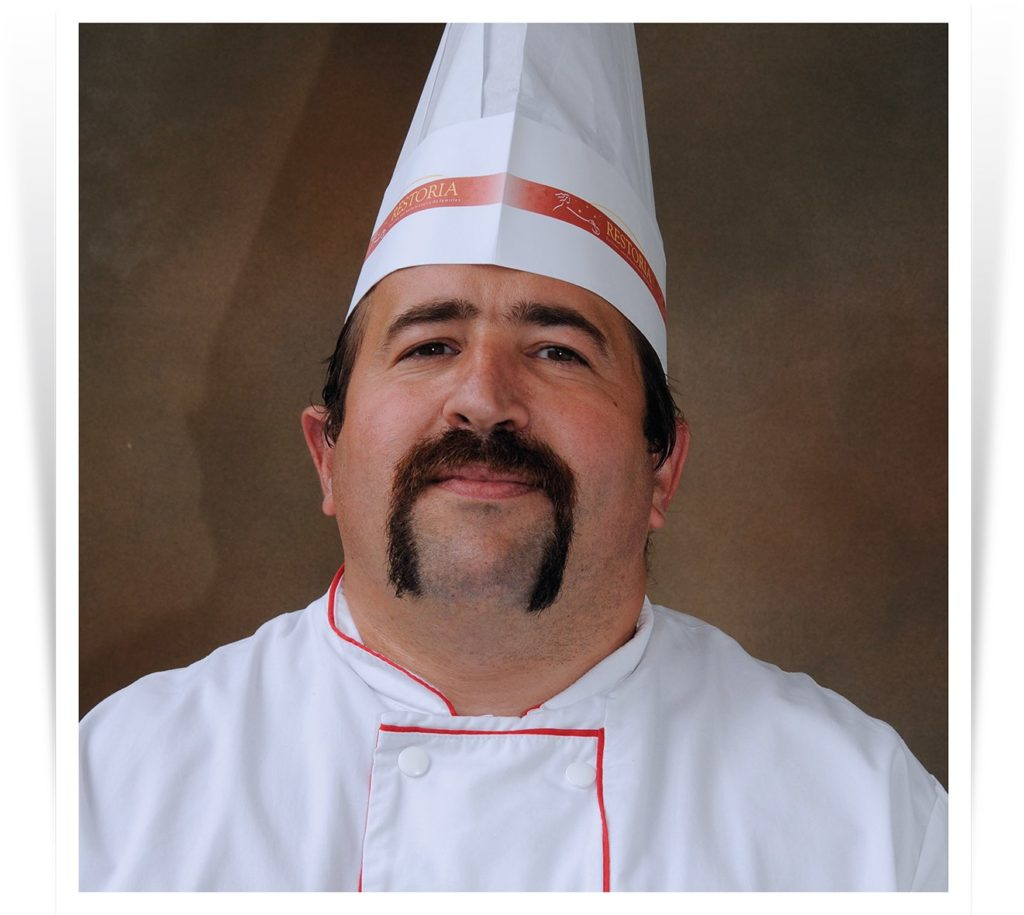 Portrait d'un chef de partie pâtisserie en restauration collective.